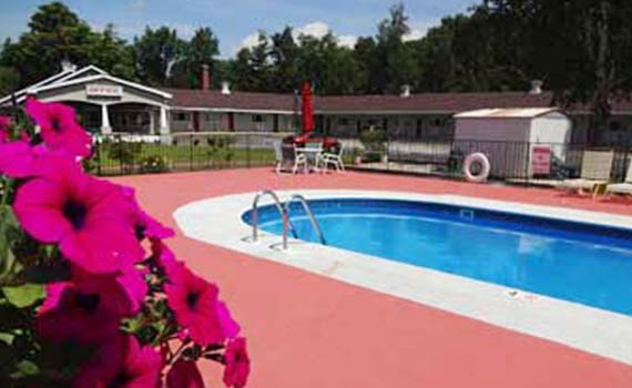 gorham-motor-inn-lodging-pool